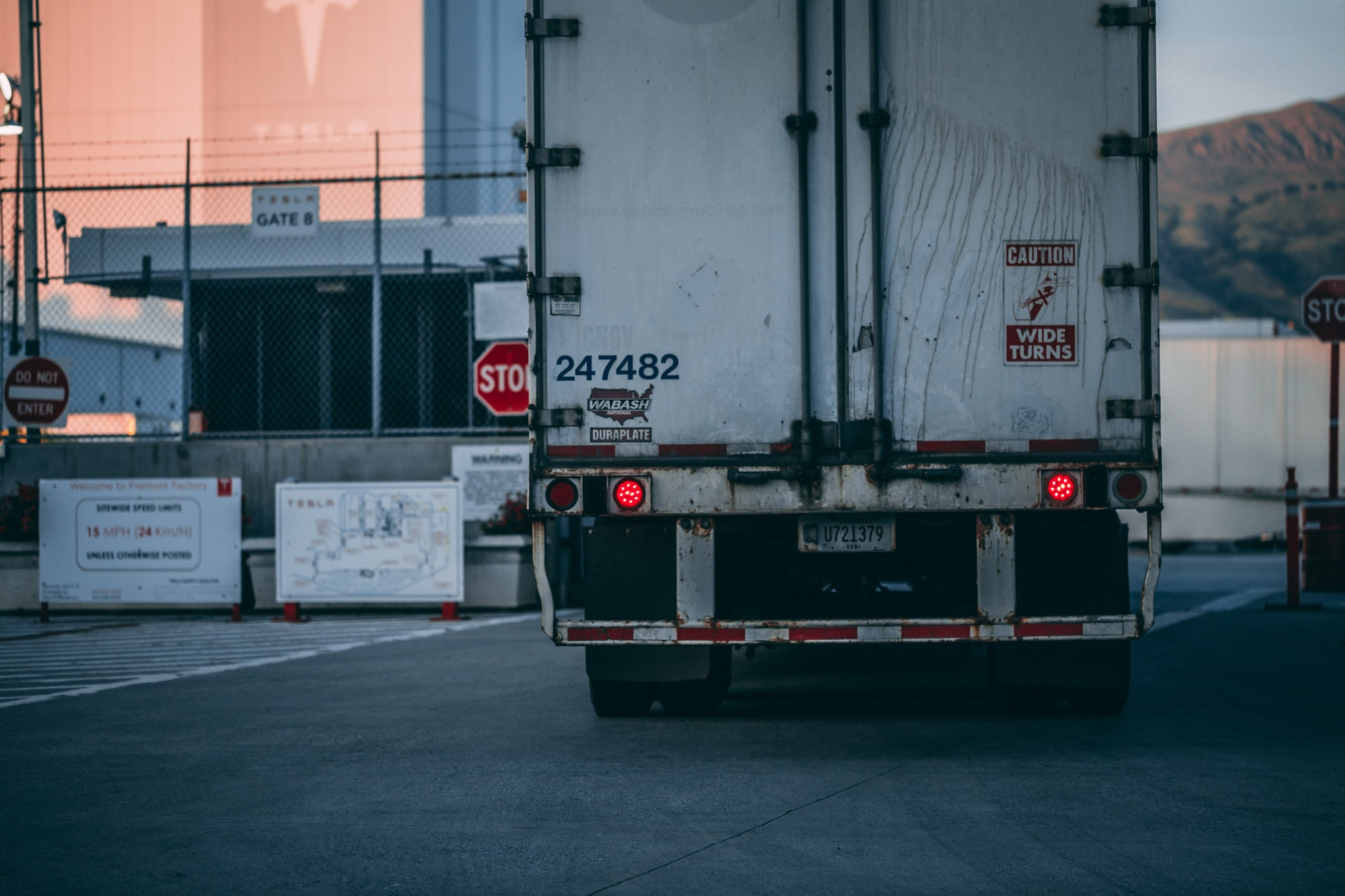 white-freight-truck-close-up-photography-2449454